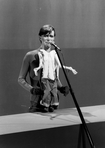 rock_music_sets-bowie-1979-snl-SpecProps_Puppet001